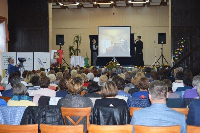 przedstawienie teatralne dzieci ze Szkoły Podstawowej w Łubnicy